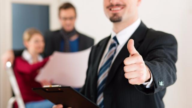 mutlu ve başarılı gayrimenkul danışmanı 2